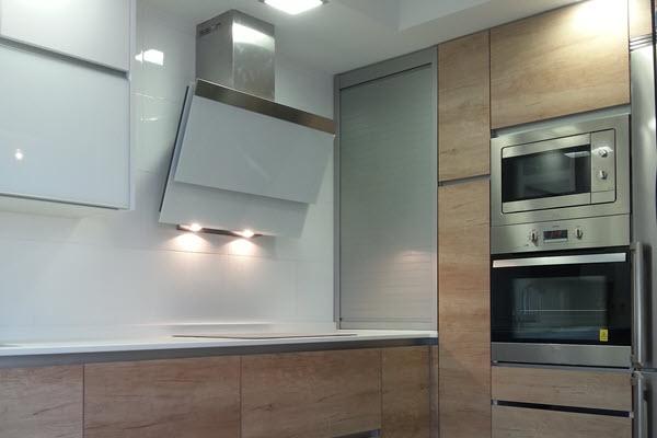 Cocina blancas y de madera