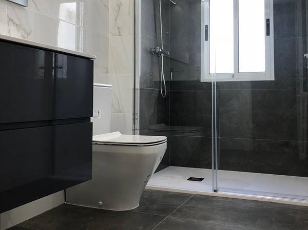 reforma baño moderno en zaragoza