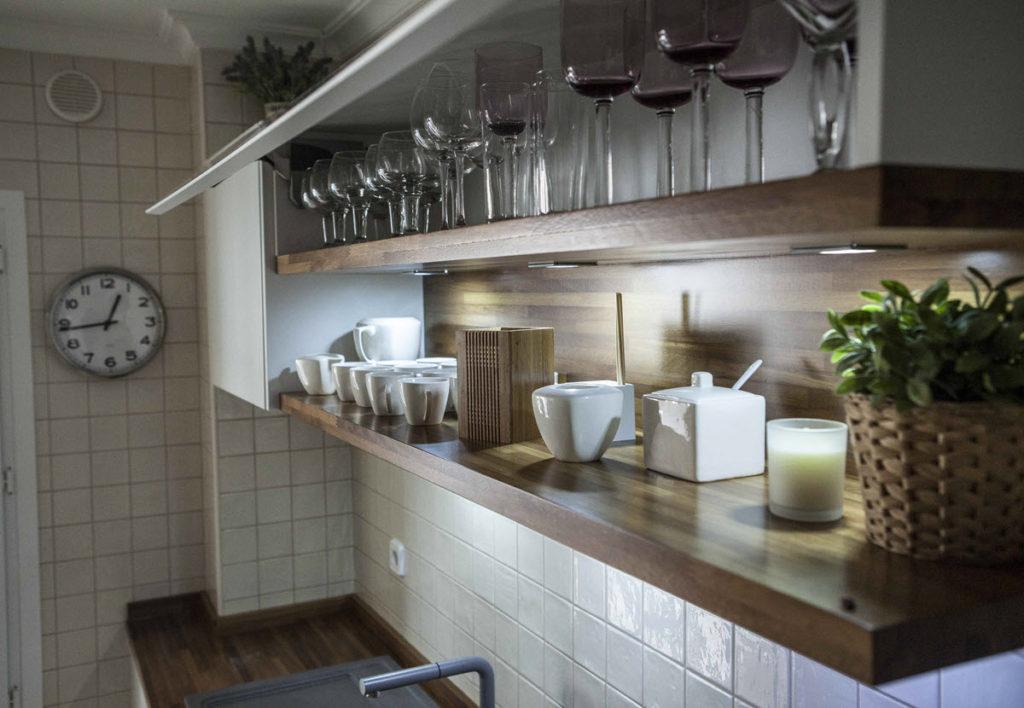 Reforma de cocina en Zaragoza con blanco y madera